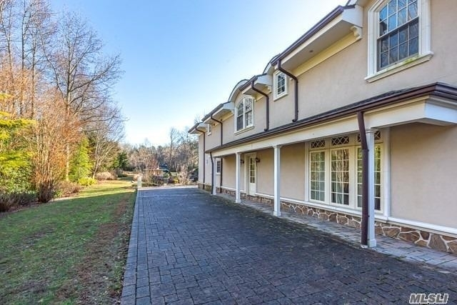 24. Single Family Homes for Sale at Old Westbury, NY 11568