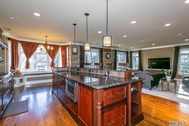 11. Single Family Homes for Sale at Old Westbury, NY 11568