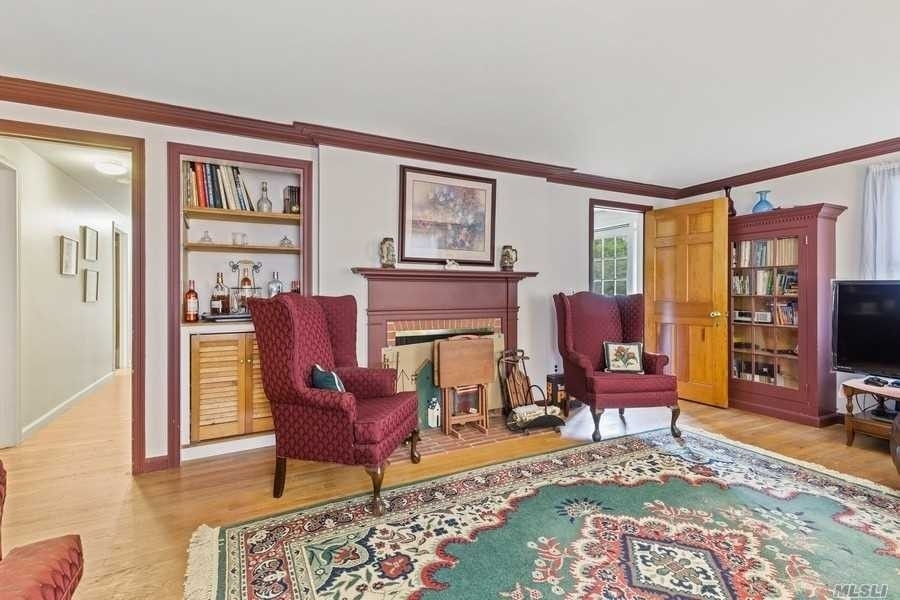 4. Single Family Homes for Sale at Laurel, NY 11948