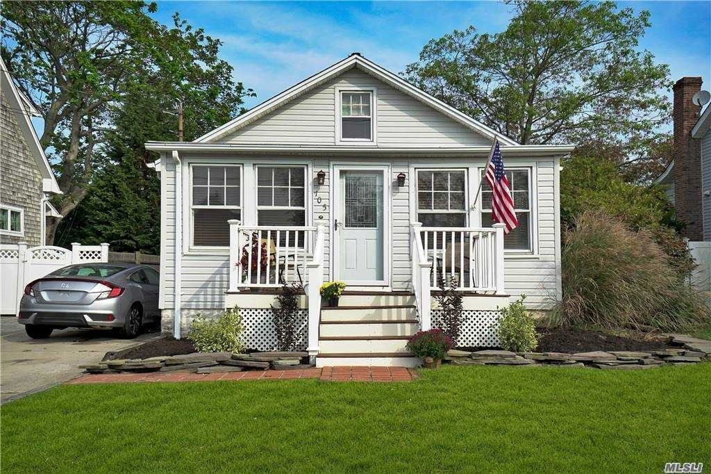Single Family Home at Patchogue