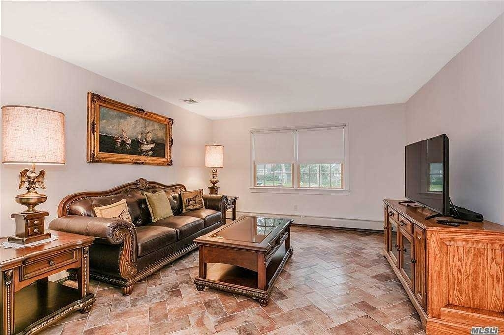 4. Single Family Homes for Sale at Blue Point, NY 11715