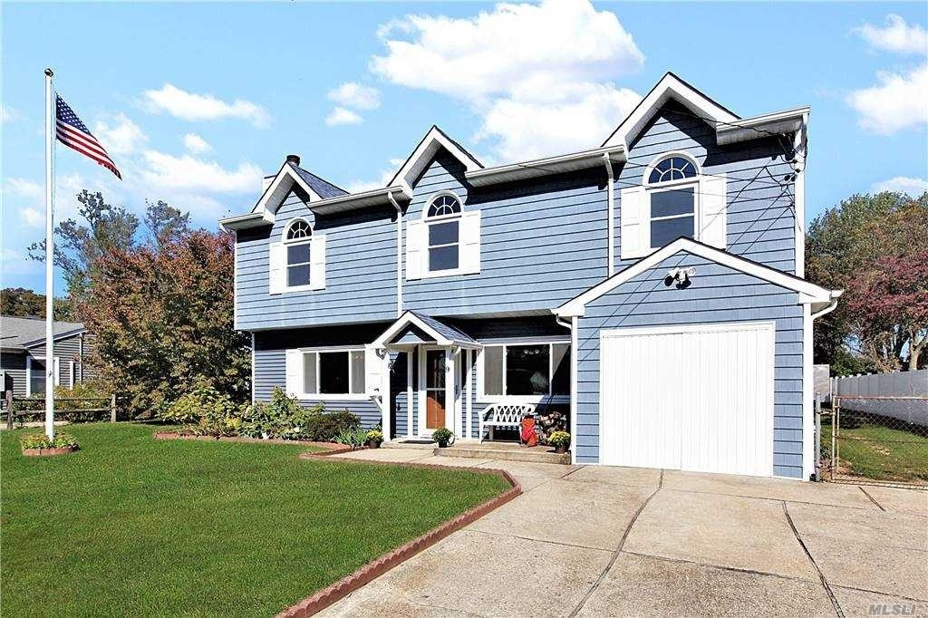 2. Single Family Homes for Sale at West Islip, NY 11795