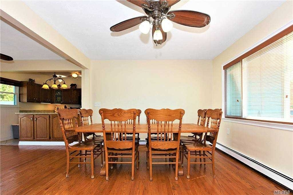 7. Single Family Homes for Sale at West Islip, NY 11795