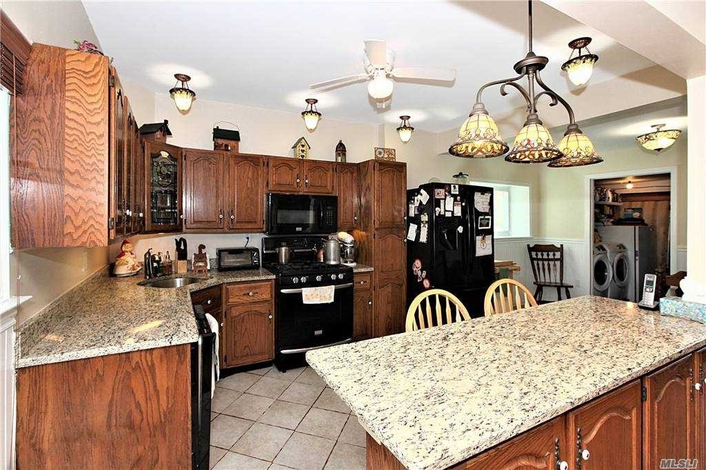 10. Single Family Homes for Sale at West Islip, NY 11795