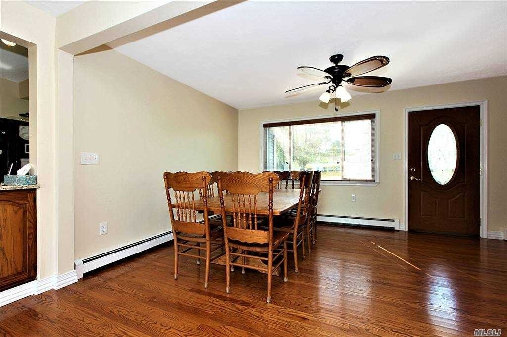 8. Single Family Homes for Sale at West Islip, NY 11795