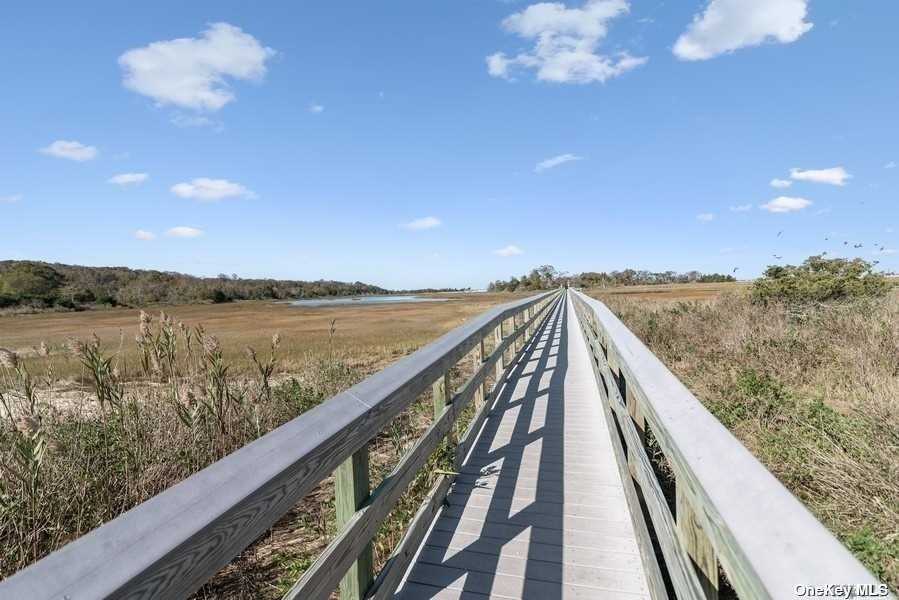 30. Single Family Homes for Sale at Old Field, NY 11733