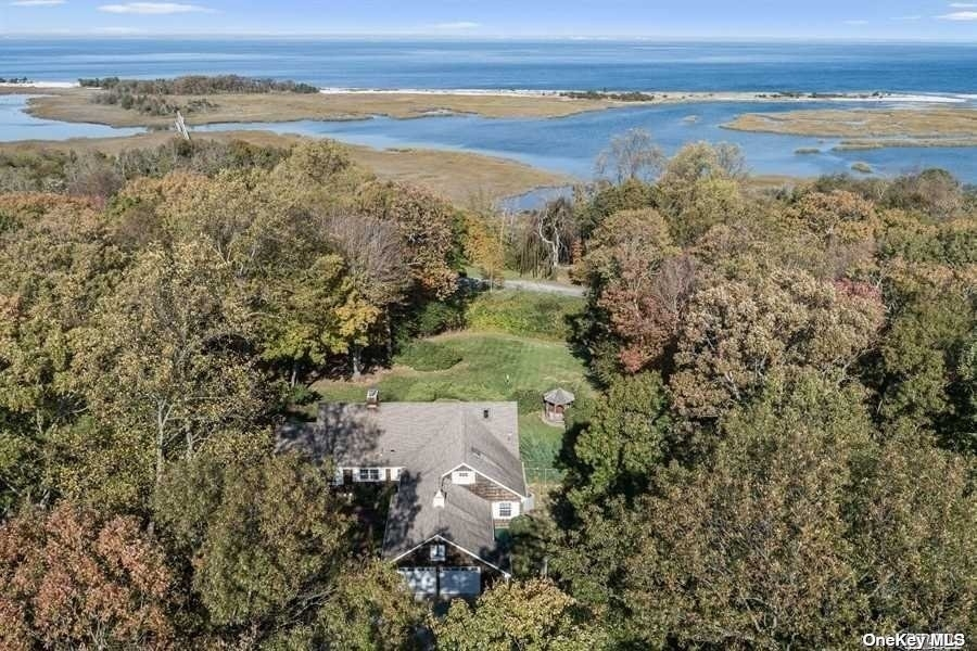 34. Single Family Homes for Sale at Old Field, NY 11733