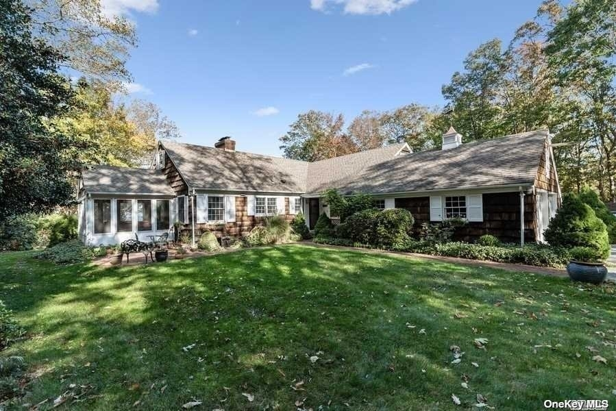 33. Single Family Homes for Sale at Old Field, NY 11733