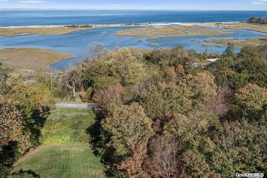 29. Single Family Homes for Sale at Old Field, NY 11733