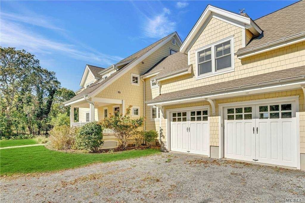 7. Single Family Homes for Sale at Nissequogue, NY 11780