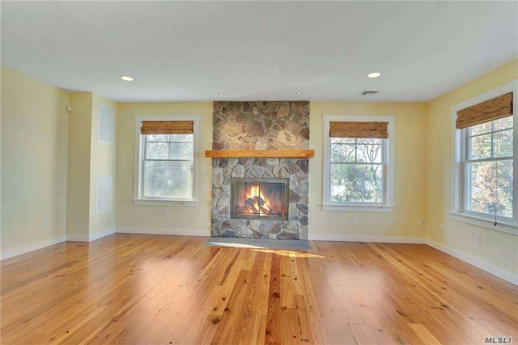 24. Single Family Homes for Sale at Nissequogue, NY 11780