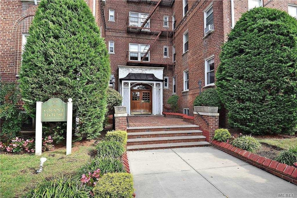 Co-op Properties at 55 Grand Avenue, 6F Rockville Centre, NY 11570