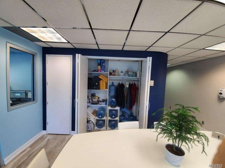 8. Commercial / Office 在 Melville, NY 11747