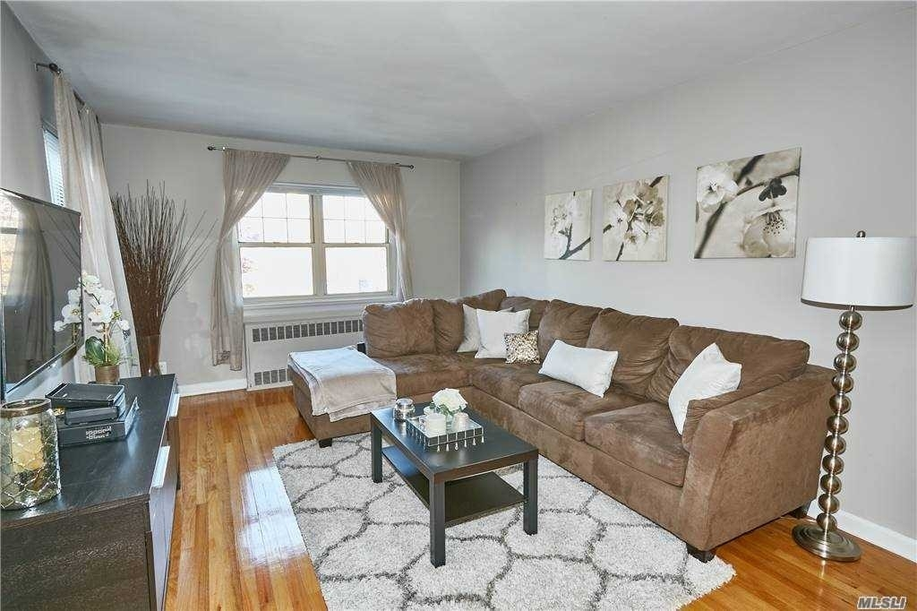 3. Co-op Properties для того Продажа на Marion Park, Rockville Centre, NY 11570