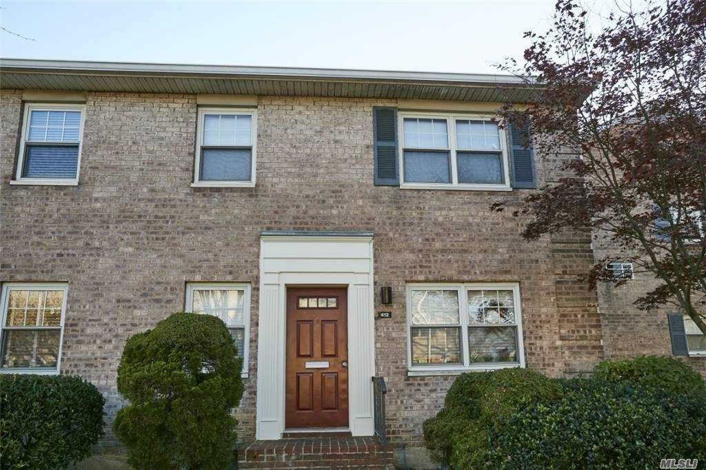 Property en Marion Park, Rockville Centre, NY 11570