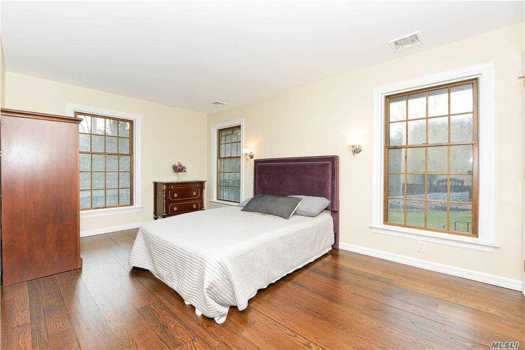 13. Single Family Homes for Sale at Old Field, NY 11733