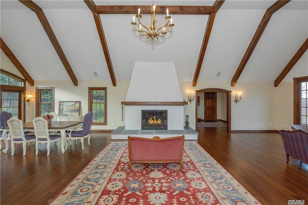 12. Single Family Homes for Sale at Old Field, NY 11733