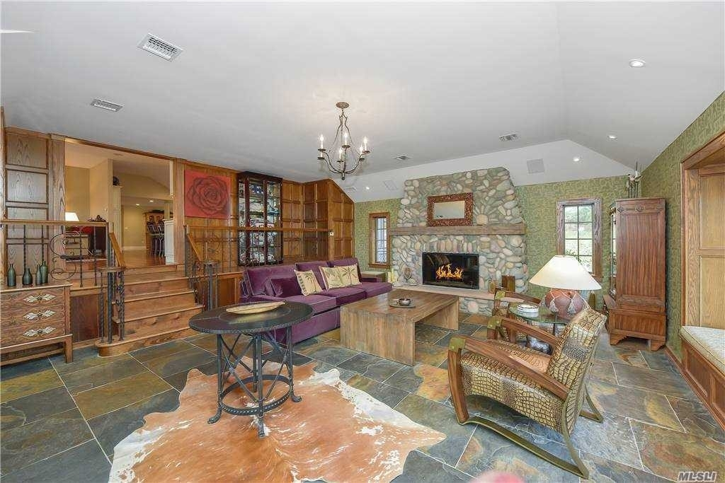 26. Single Family Homes for Sale at Old Field, NY 11733