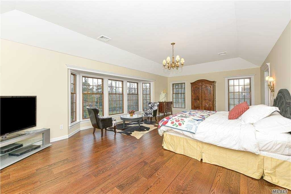 14. Single Family Homes for Sale at Old Field, NY 11733