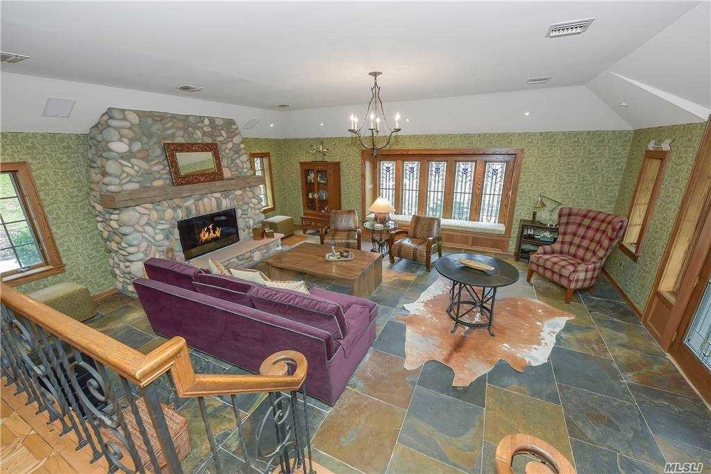 25. Single Family Homes for Sale at Old Field, NY 11733