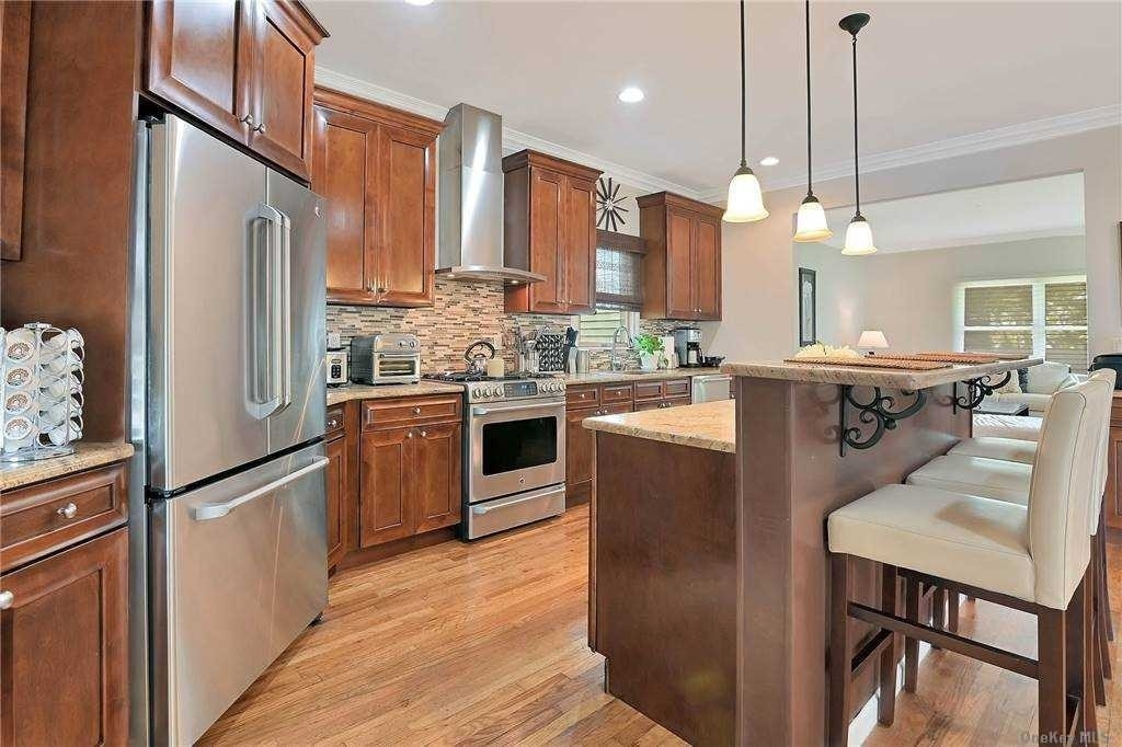 7. Single Family Homes for Sale at St. James, NY 11780