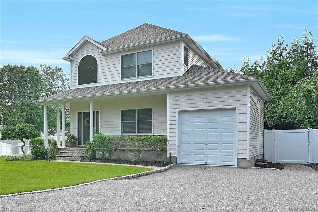 3. Single Family Homes for Sale at St. James, NY 11780