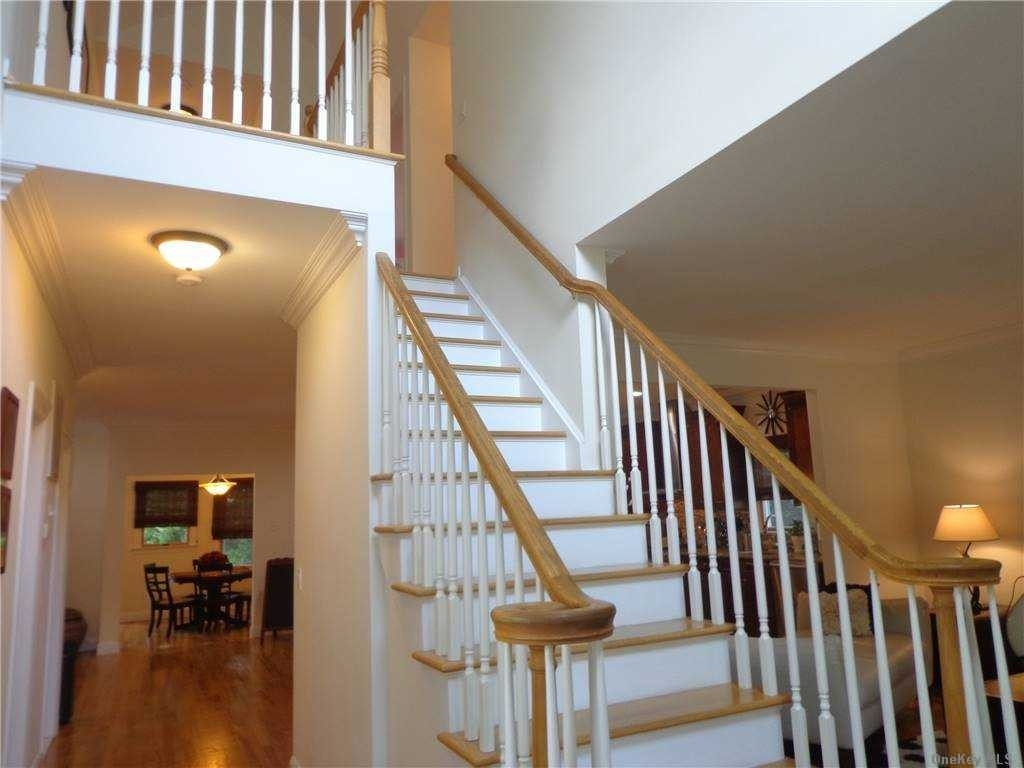 15. Single Family Homes for Sale at St. James, NY 11780