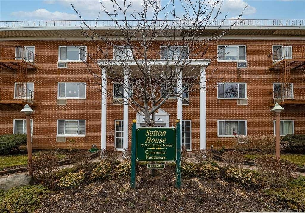 Property в 22 N Forest Avenue, 1M Marion Park, Rockville Centre, NY 11570