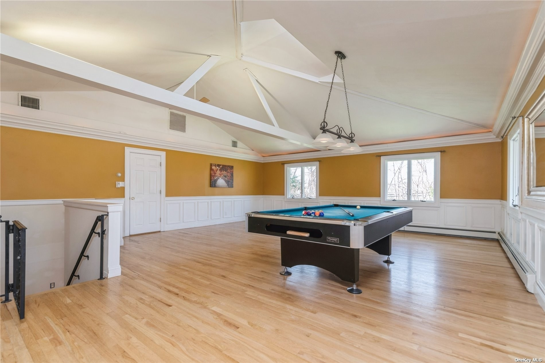 20. Single Family Homes for Sale at Nissequogue, NY 11780