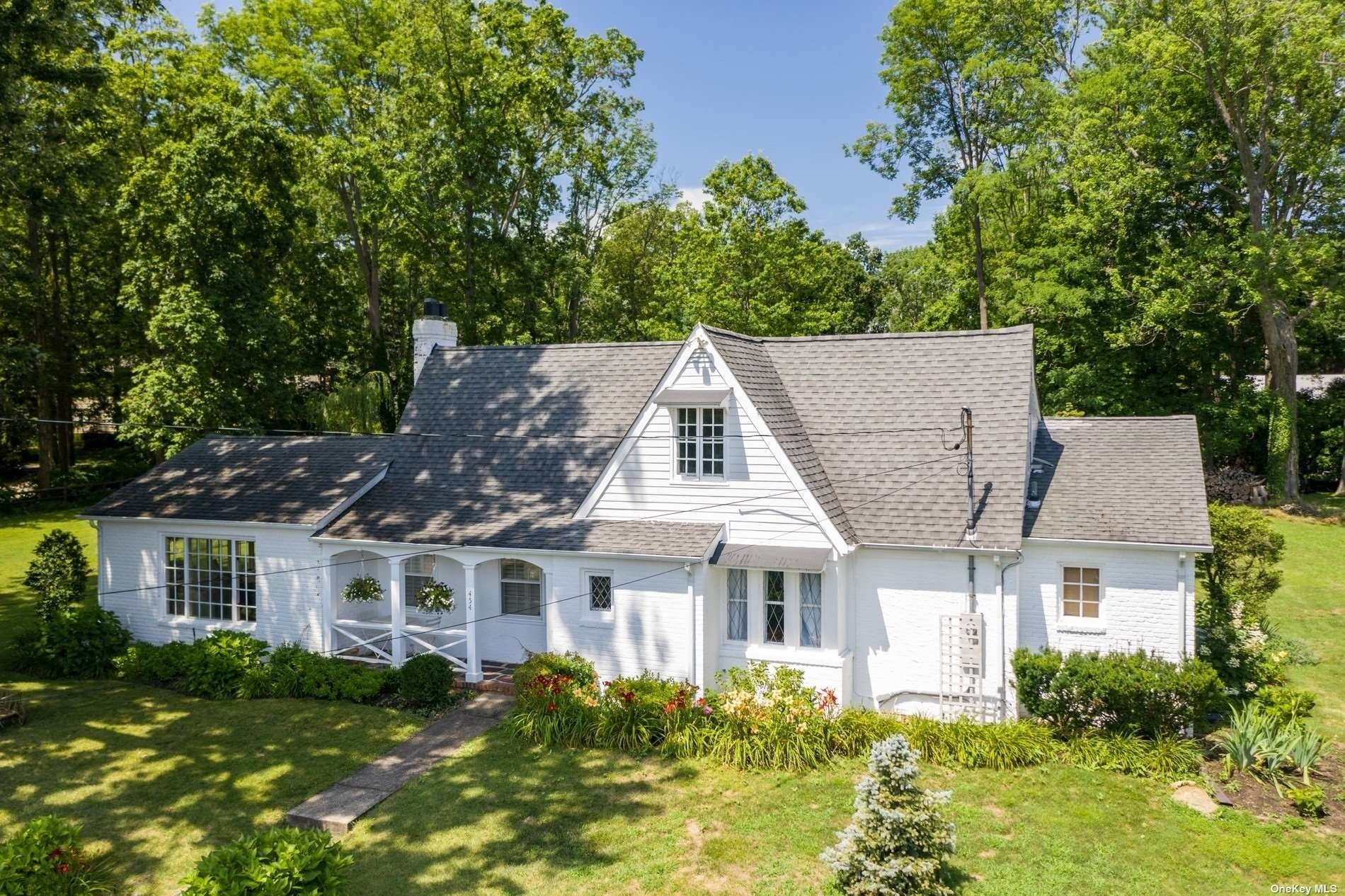 2. Single Family Homes for Sale at Centre Island, NY 11771