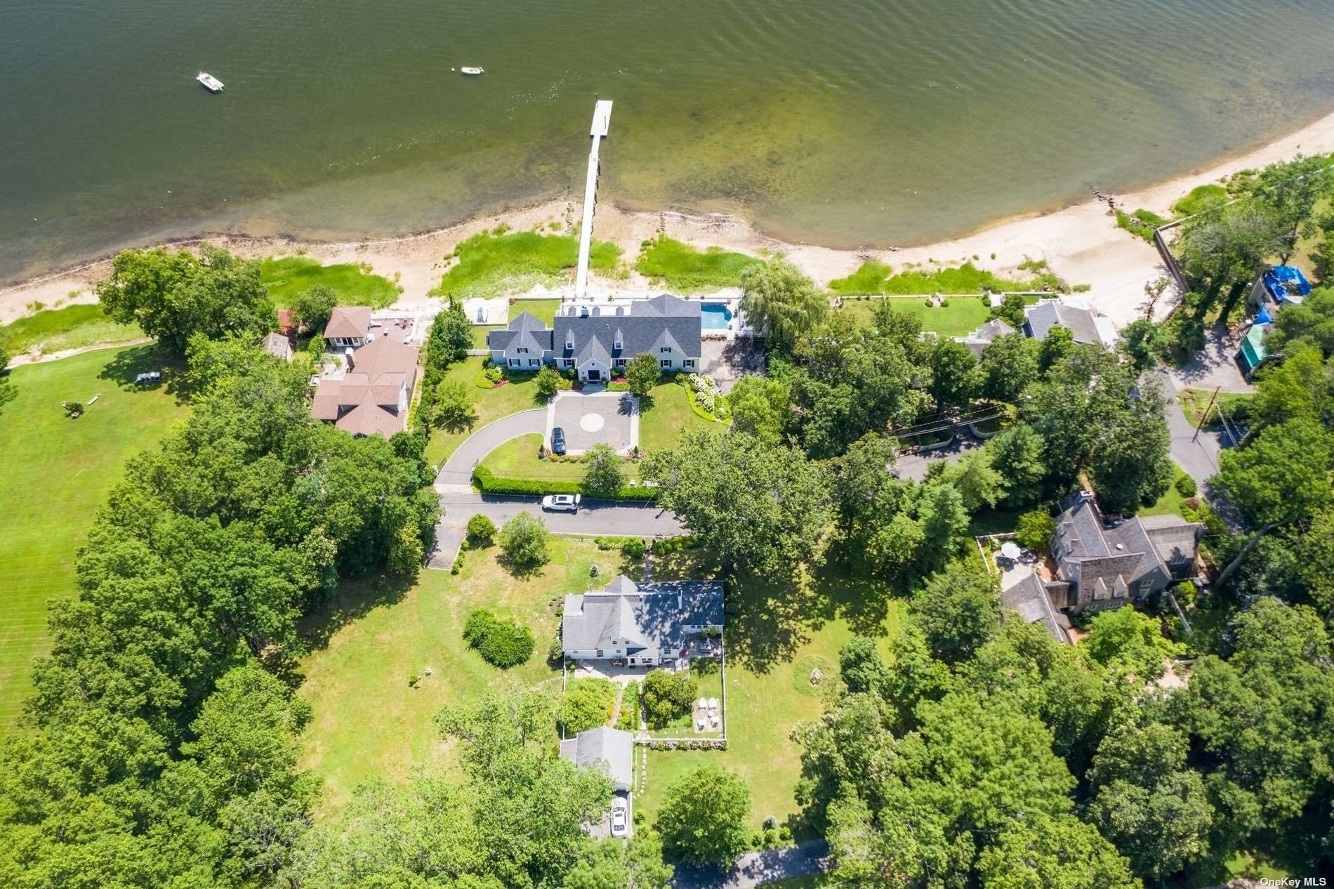 6. Single Family Homes for Sale at Centre Island, NY 11771
