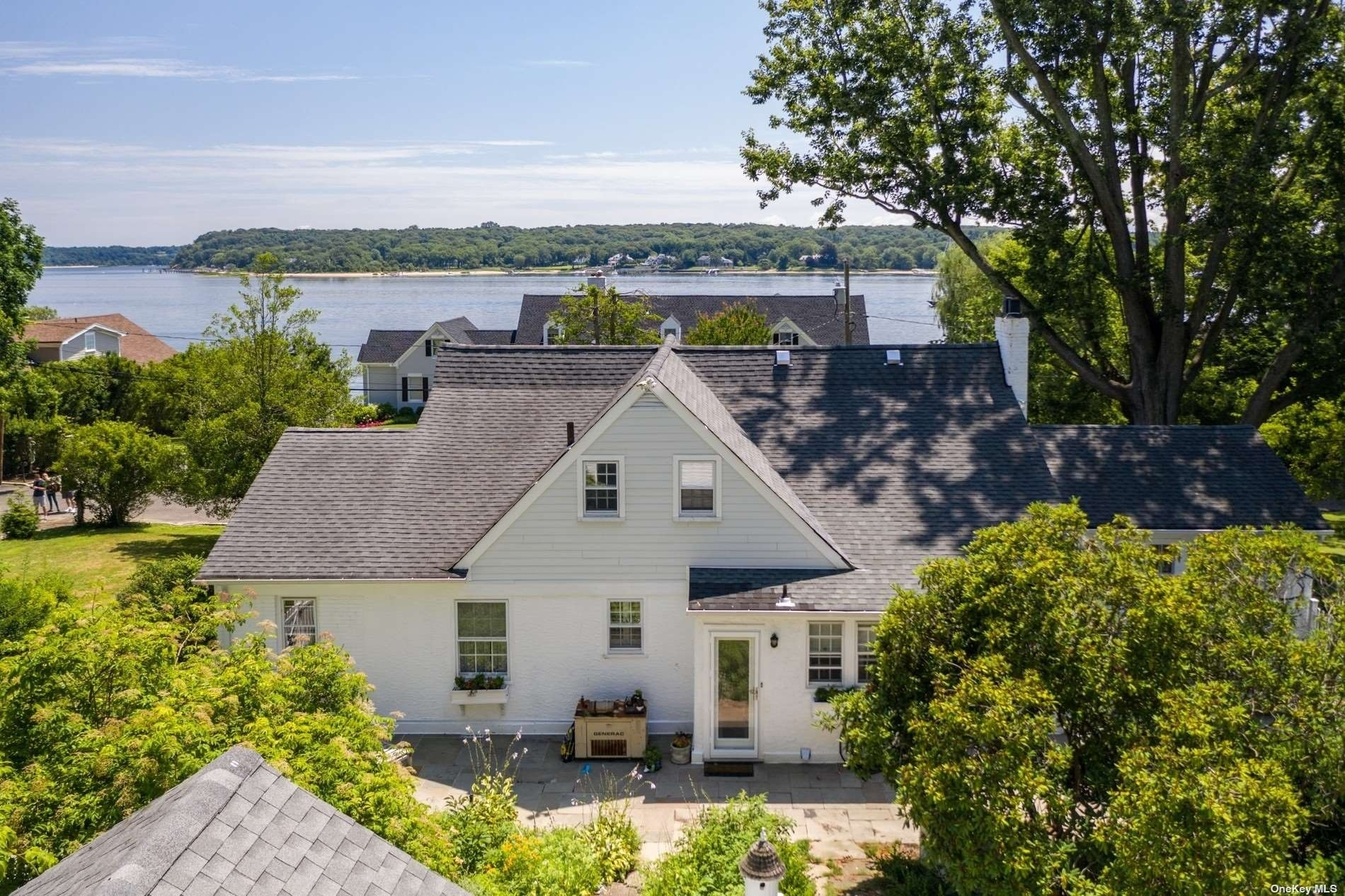 12. Single Family Homes for Sale at Centre Island, NY 11771