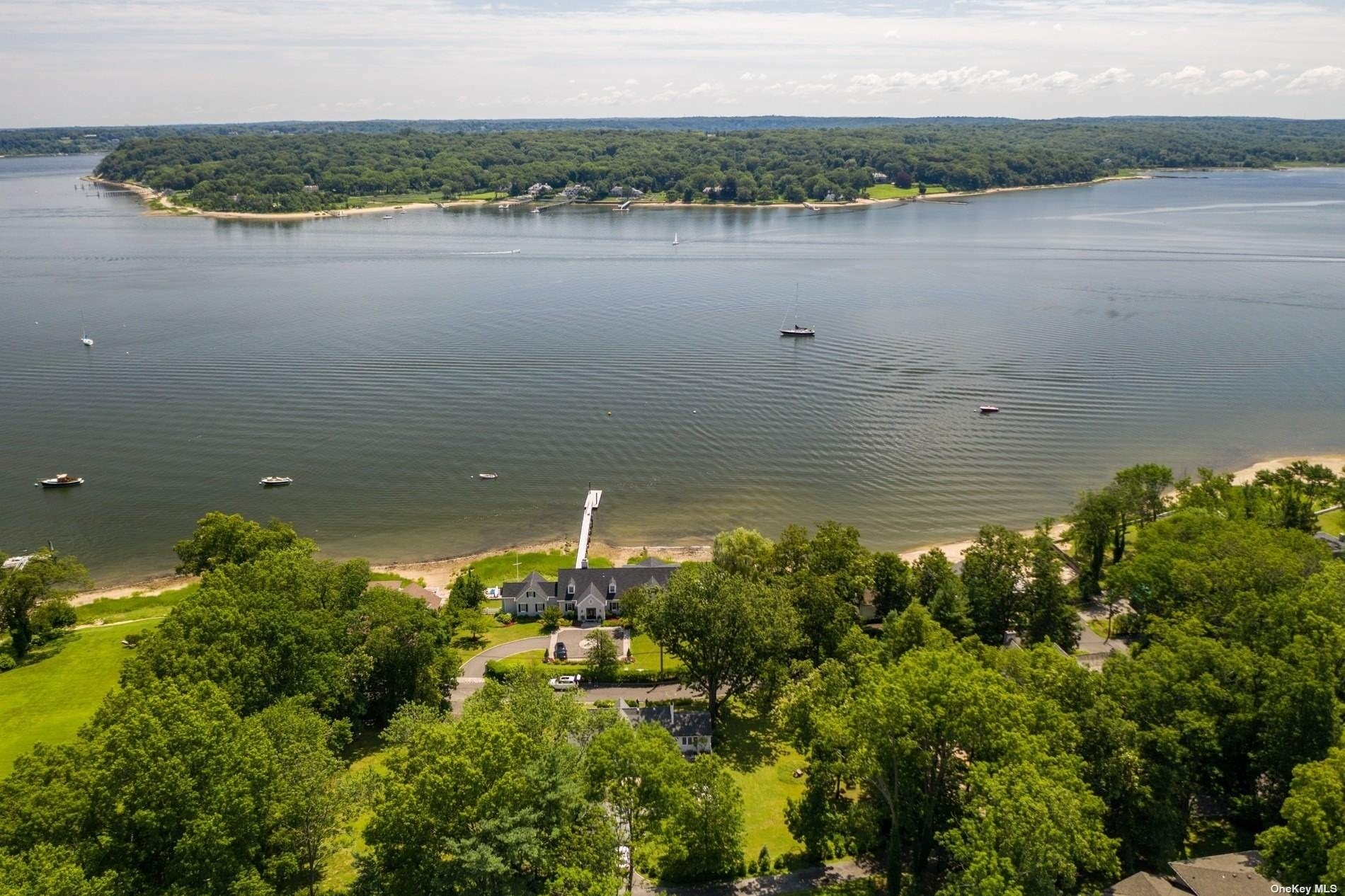 7. Single Family Homes for Sale at Centre Island, NY 11771