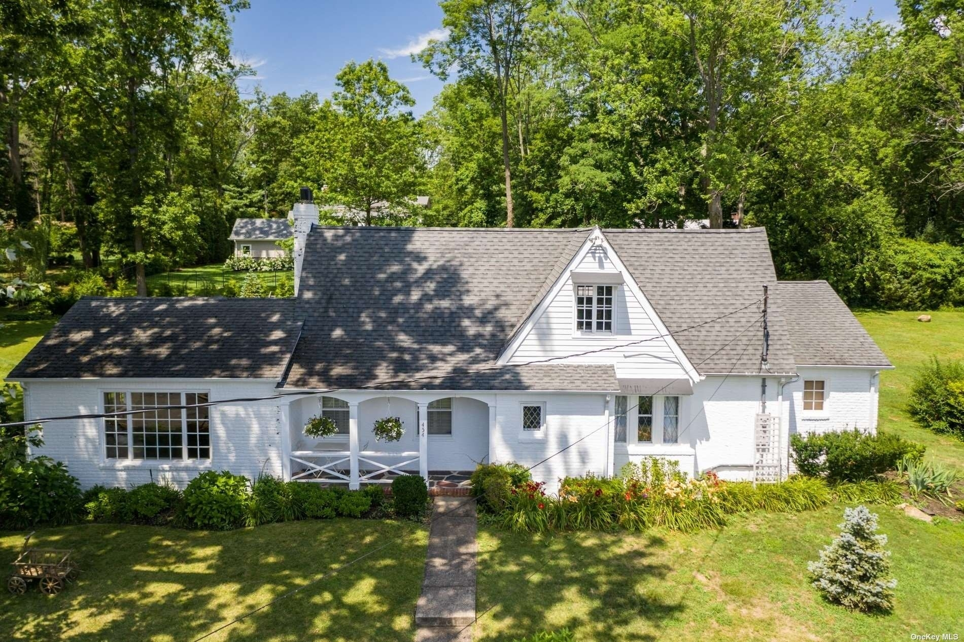 3. Single Family Homes for Sale at Centre Island, NY 11771