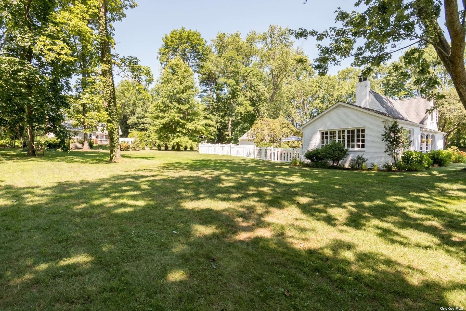 36. Single Family Homes for Sale at Centre Island, NY 11771