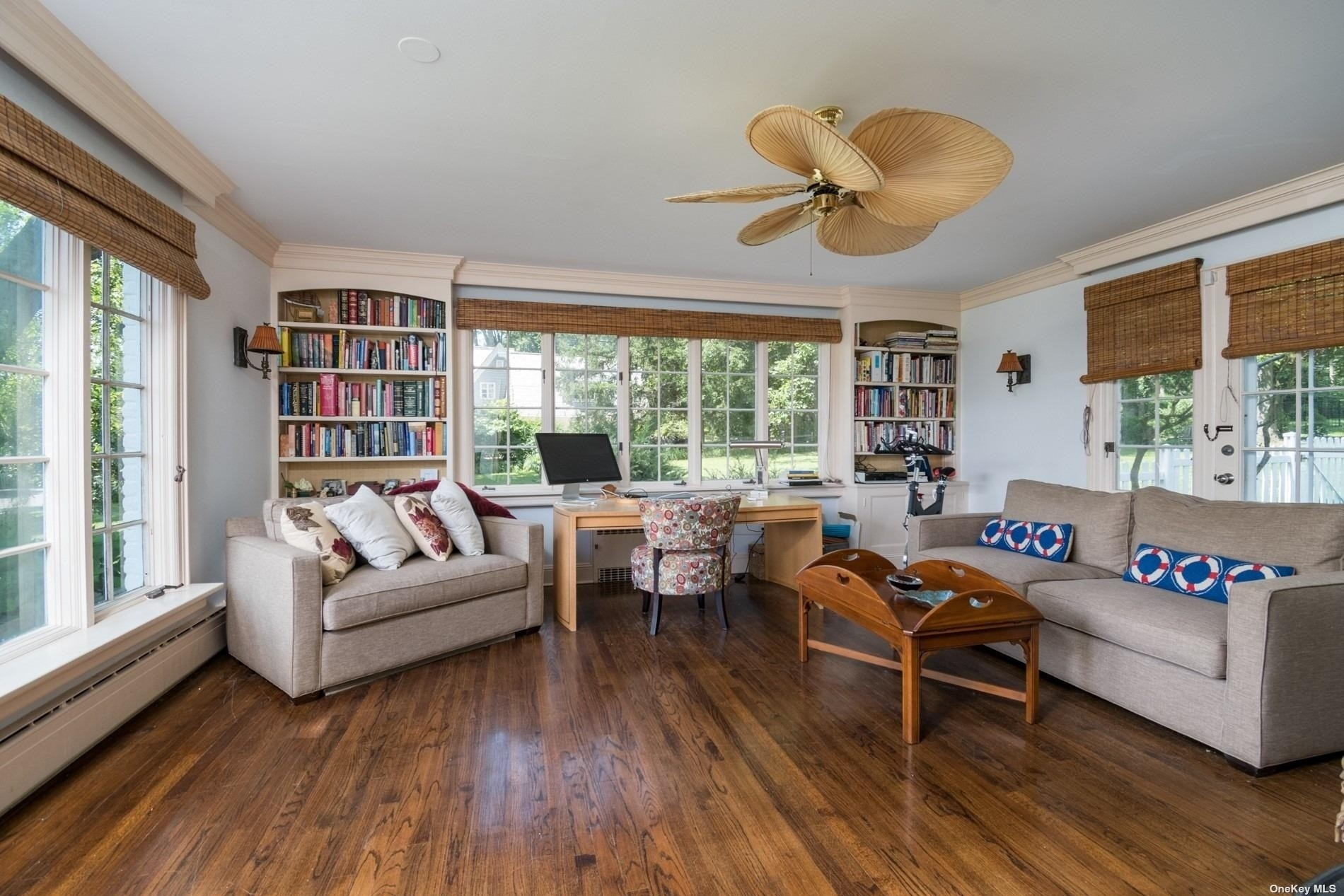 20. Single Family Homes for Sale at Centre Island, NY 11771