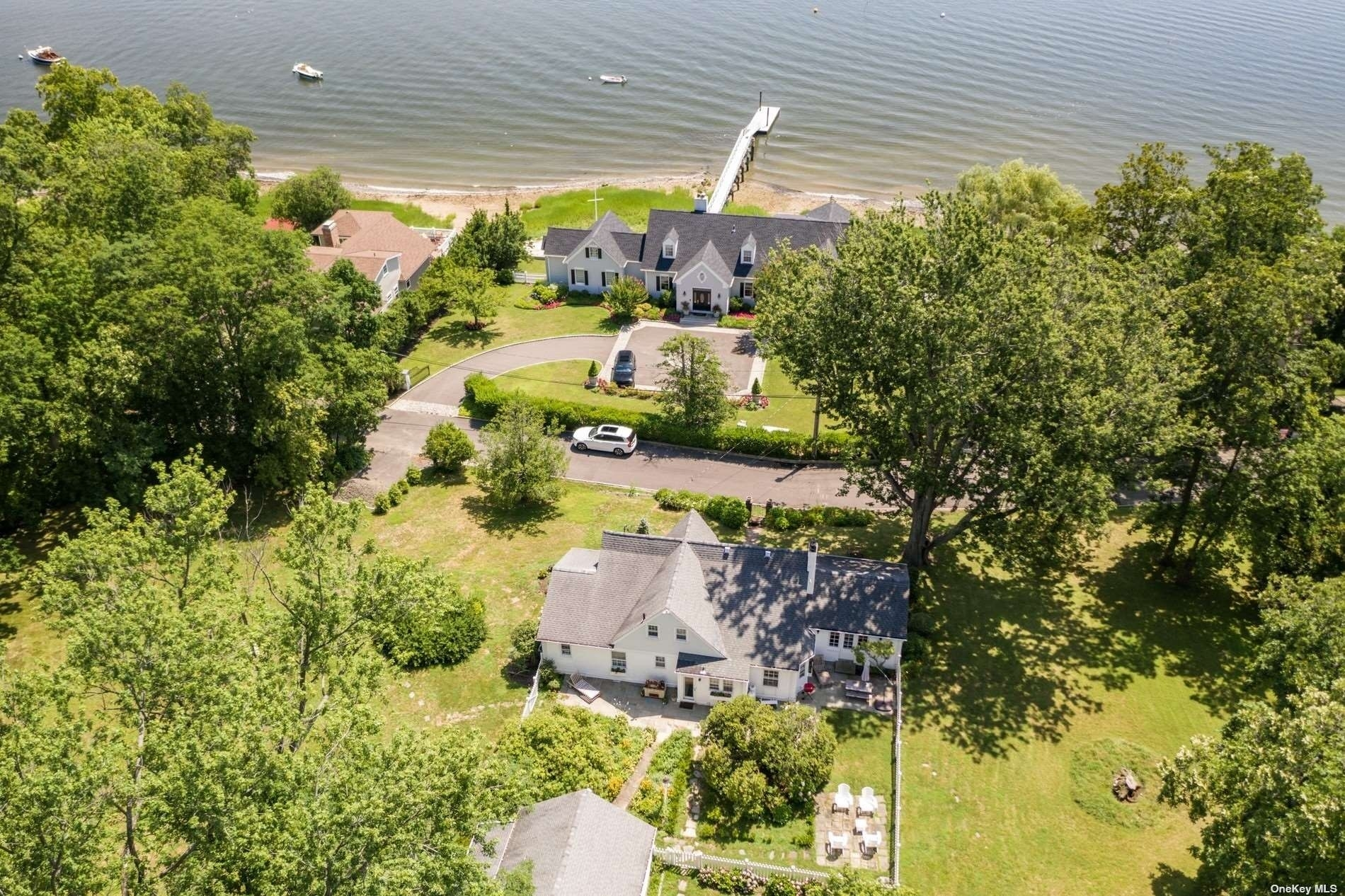 9. Single Family Homes for Sale at Centre Island, NY 11771