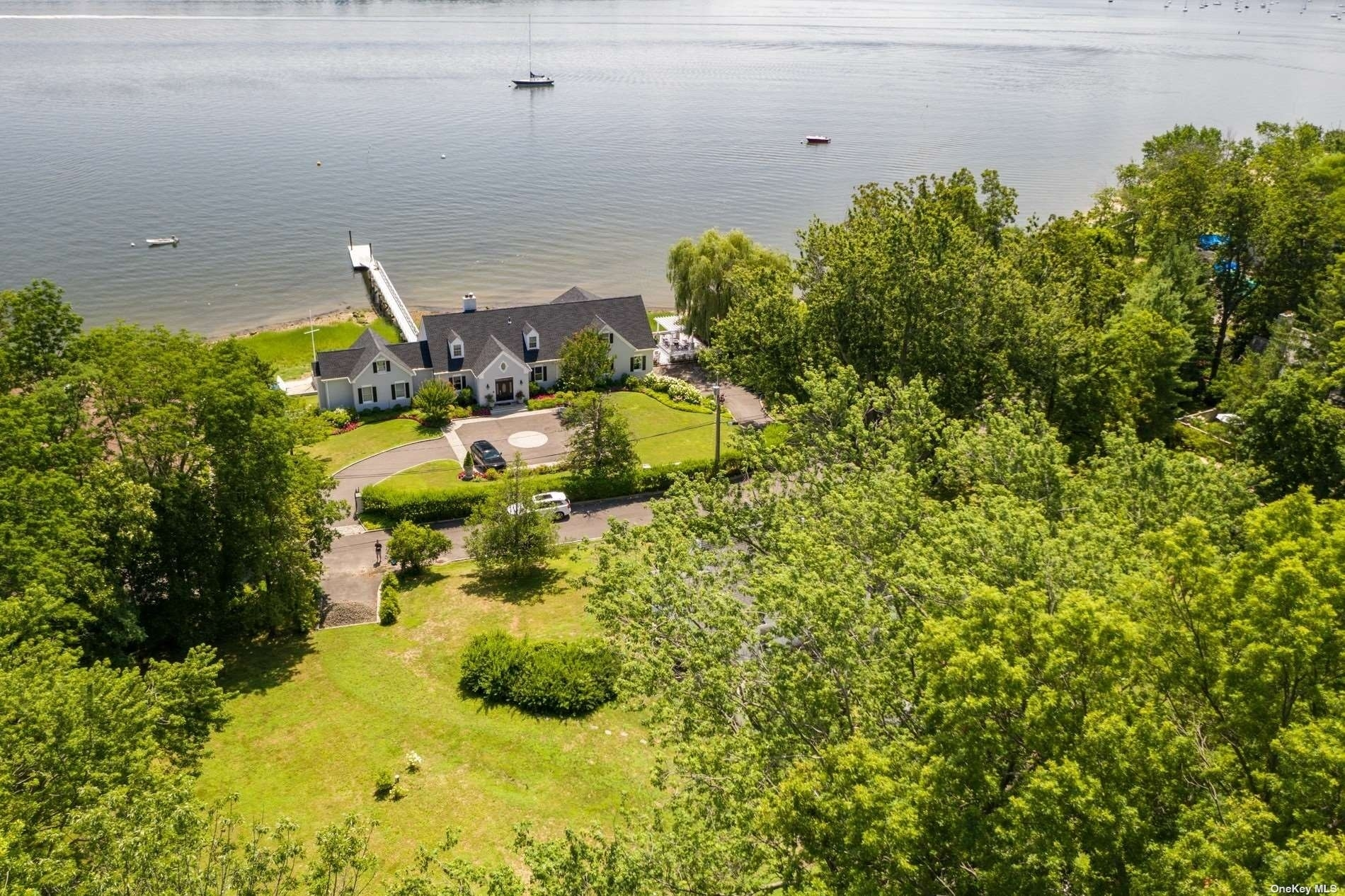 10. Single Family Homes for Sale at Centre Island, NY 11771