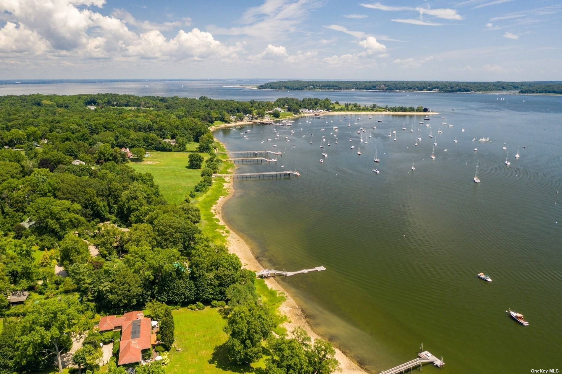 14. Single Family Homes for Sale at Centre Island, NY 11771