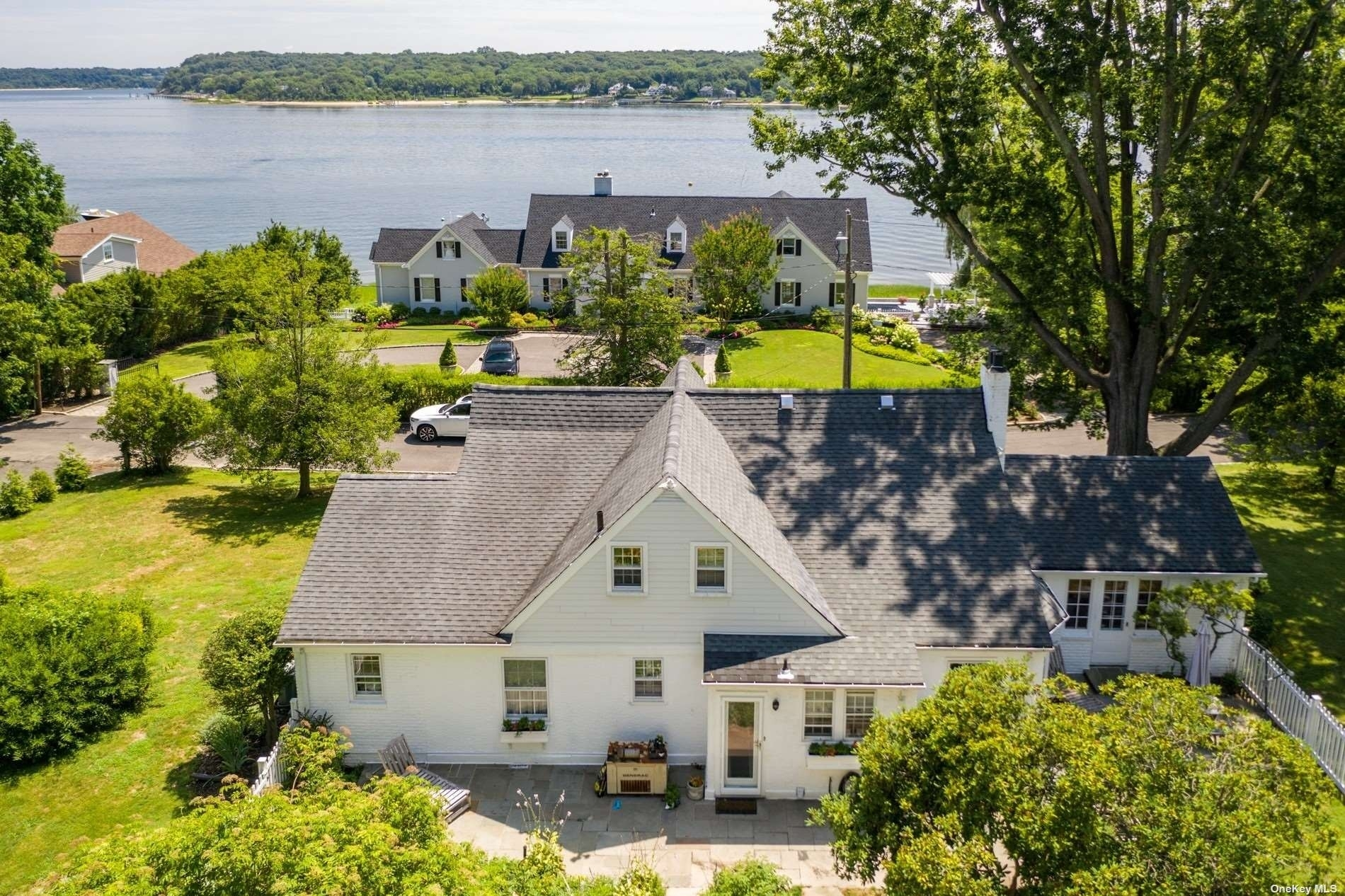11. Single Family Homes for Sale at Centre Island, NY 11771