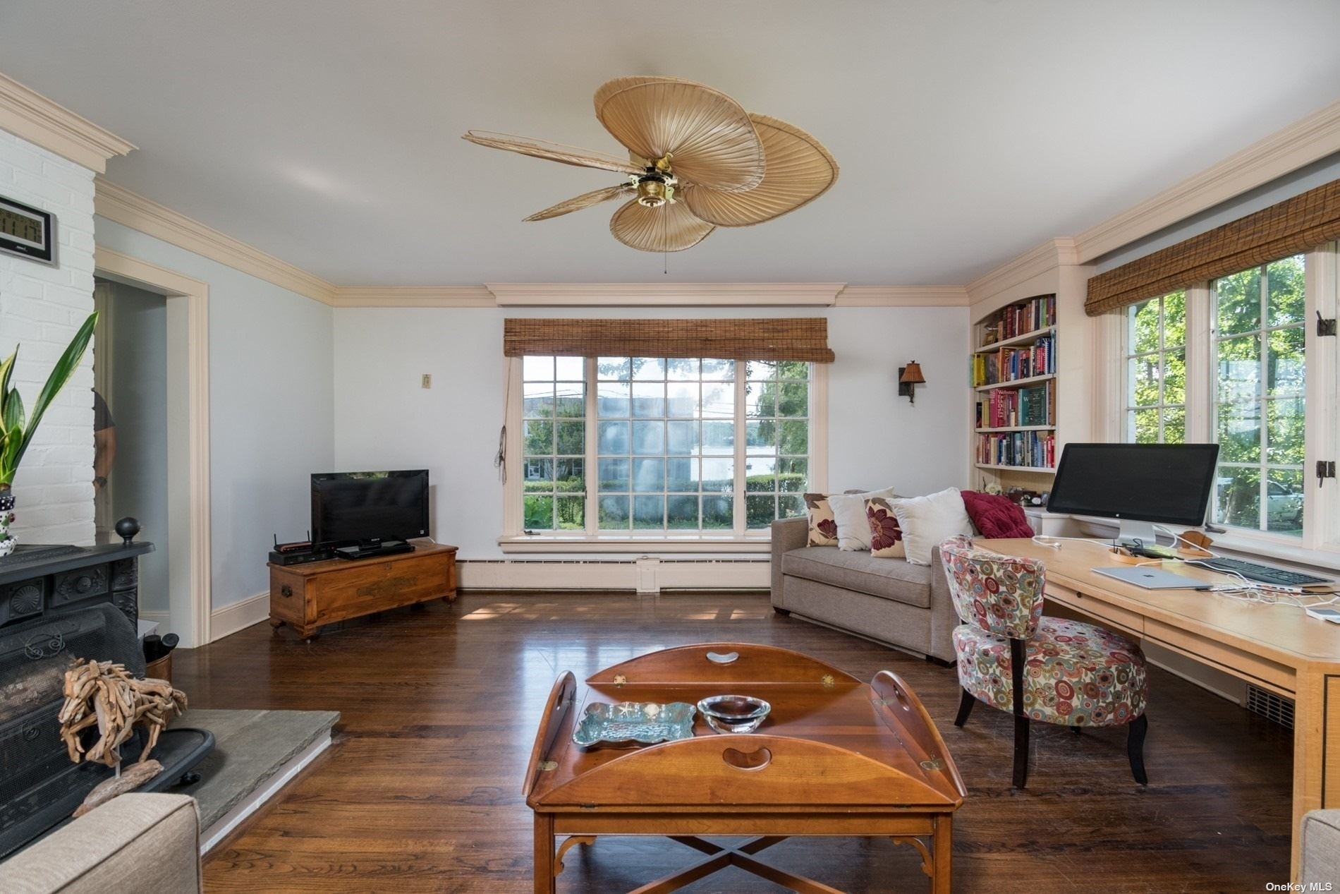 21. Single Family Homes for Sale at Centre Island, NY 11771