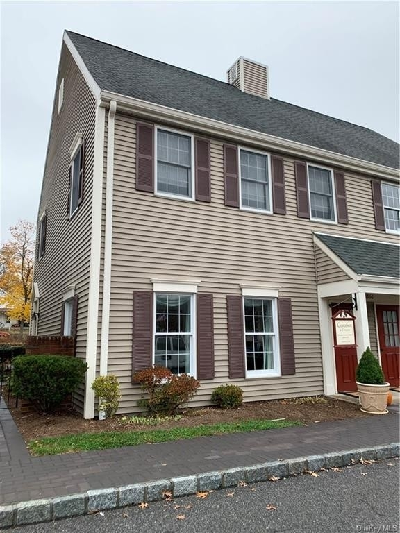 Condominium en 1868 Commerce Street, E Yorktown Heights, NY 10598