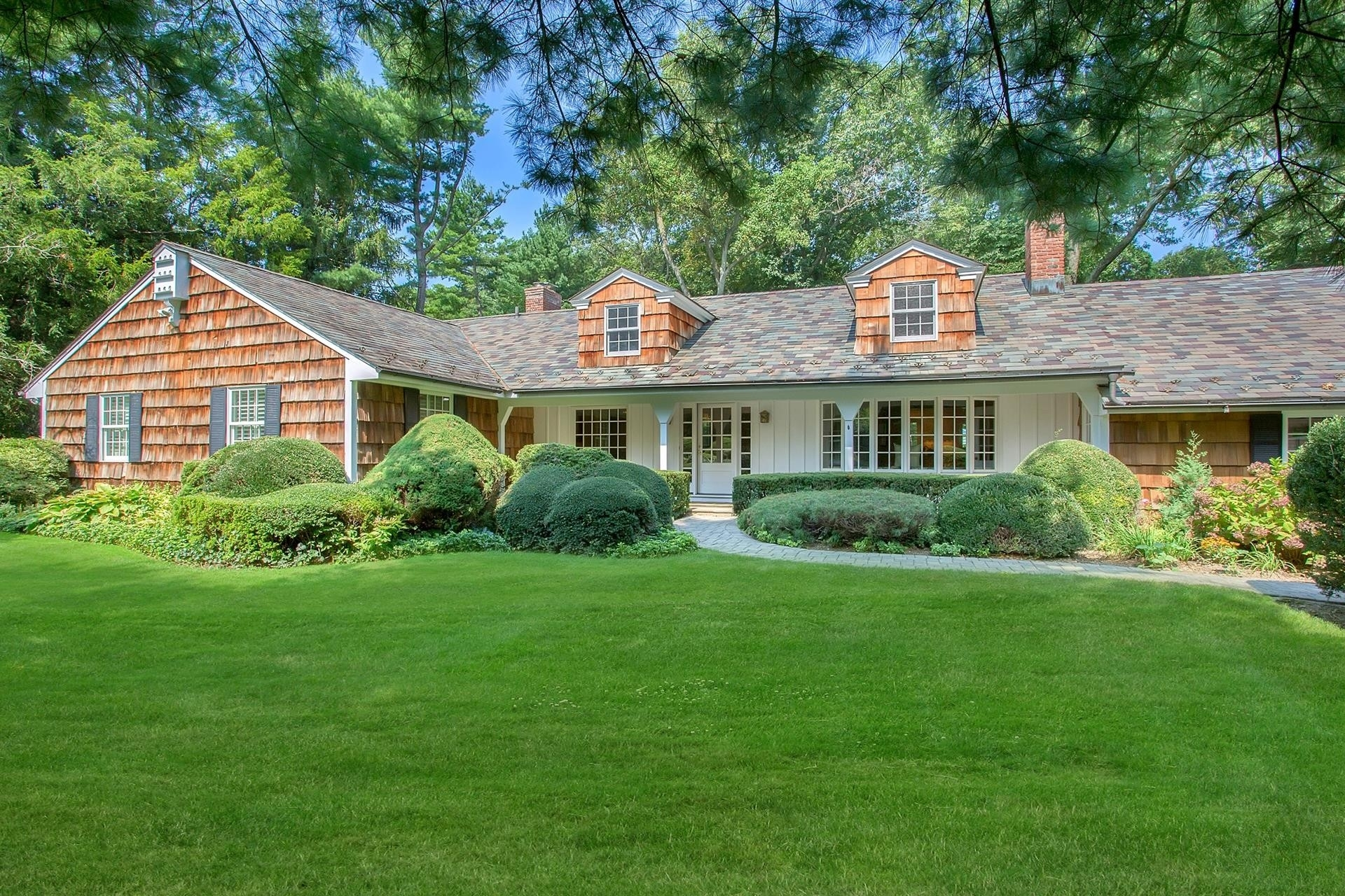 Single Family Home at Manhasset