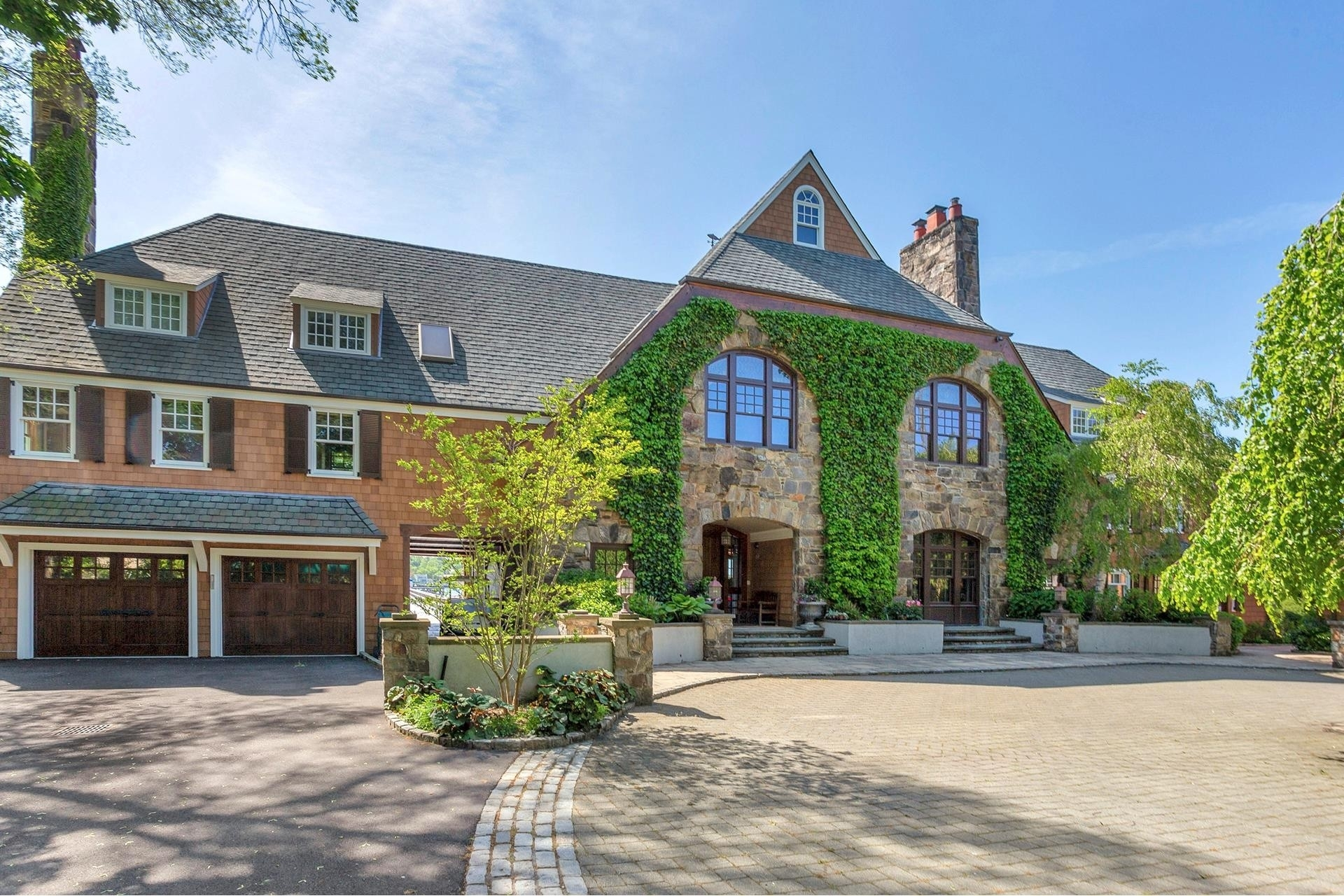 2. Single Family Homes for Sale at Plandome Manor, Manhasset, NY 11030