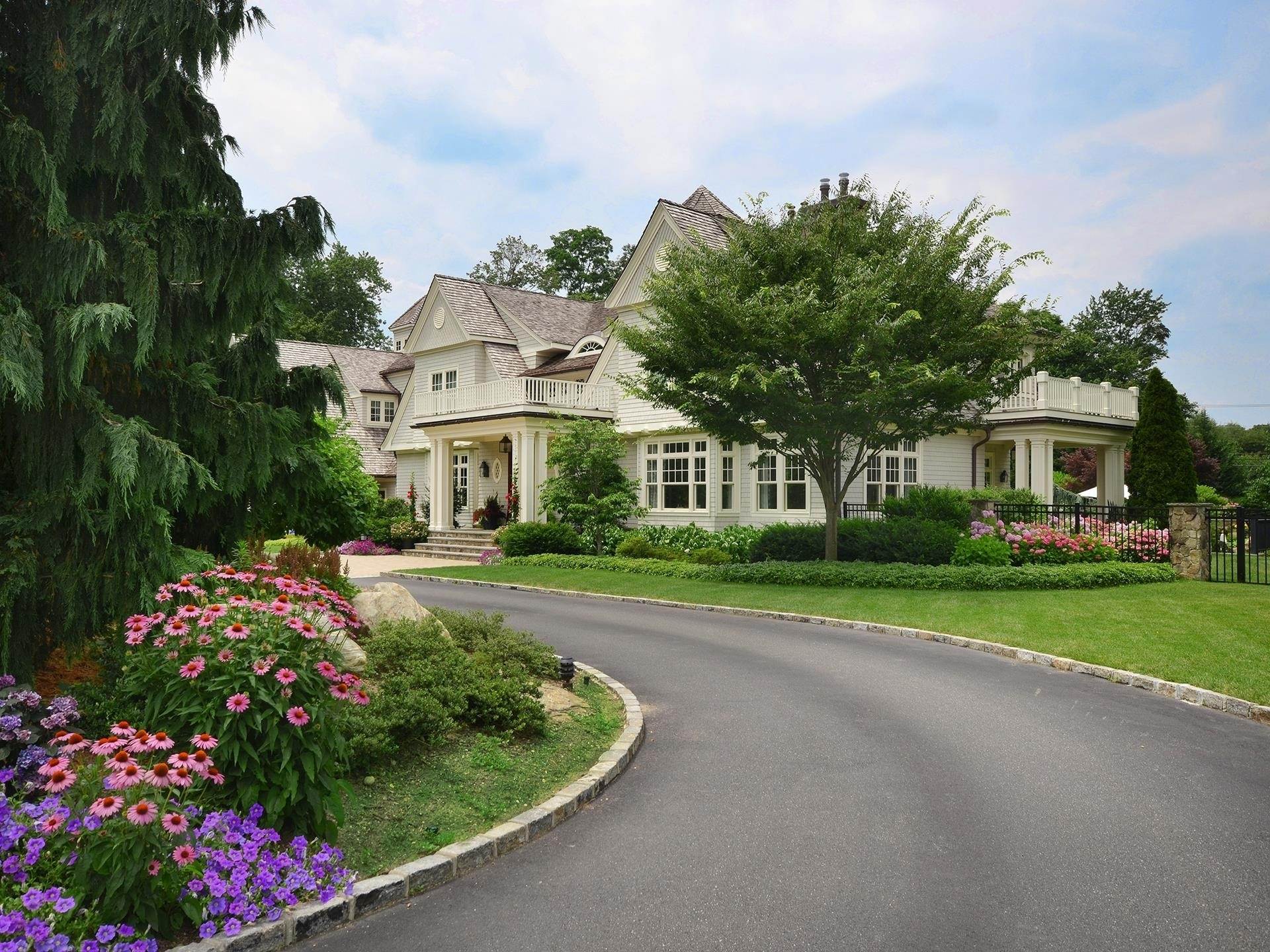 36. Single Family Homes for Sale at Sands Point, NY 11050