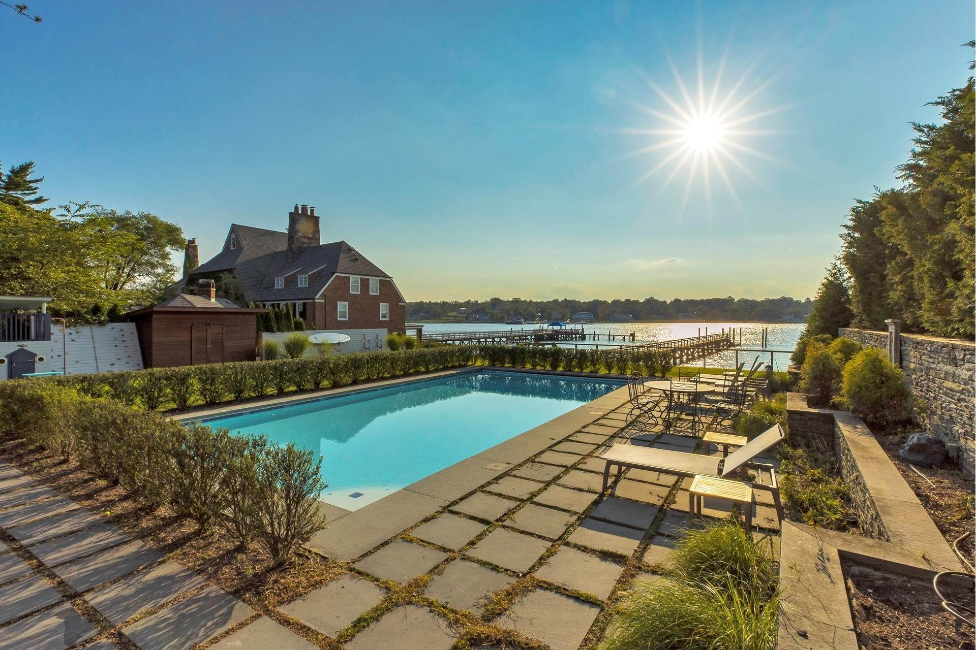 30. Single Family Homes for Sale at Plandome Manor, Manhasset, NY 11030