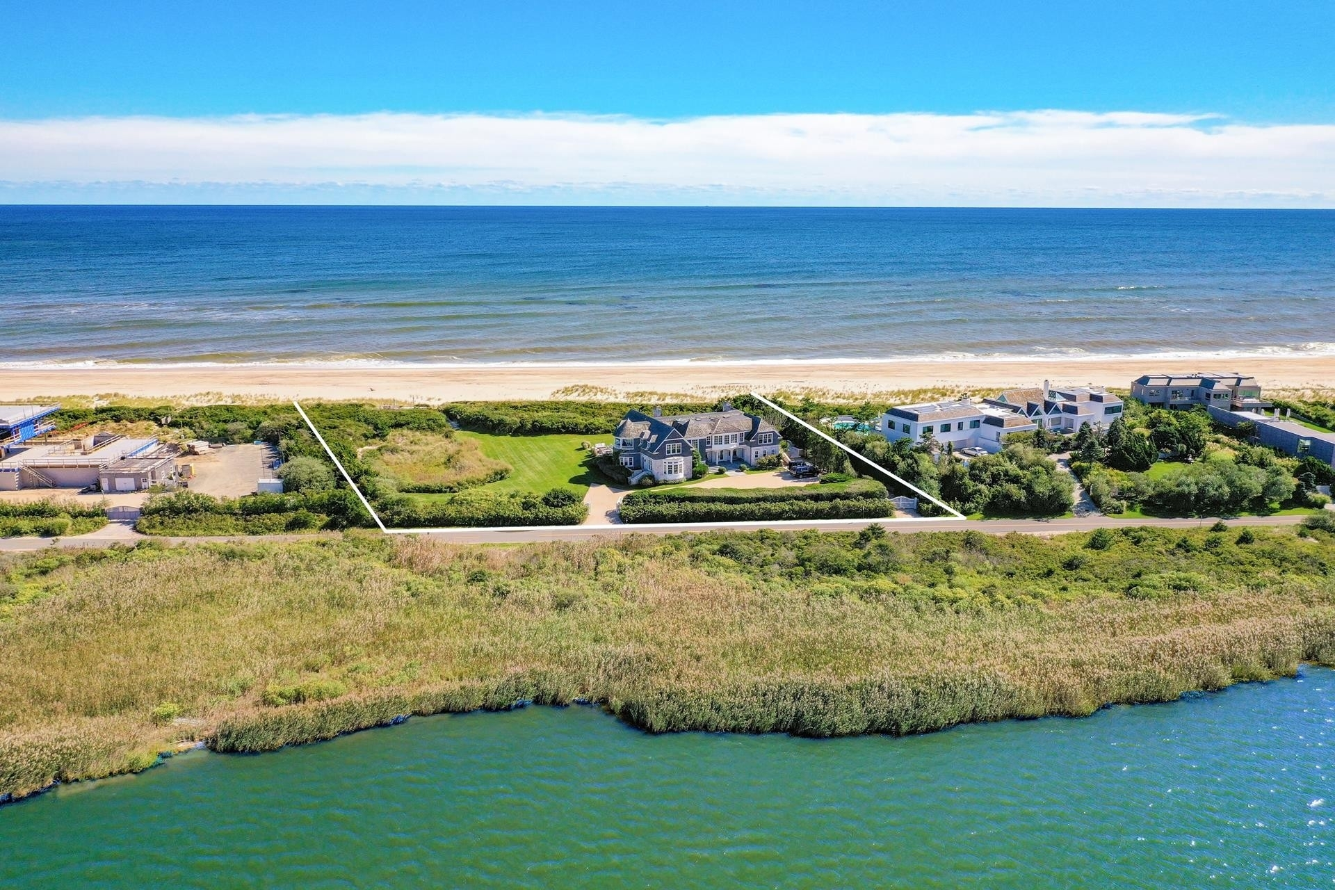 Single Family Home at Bridgehampton, NY 11932