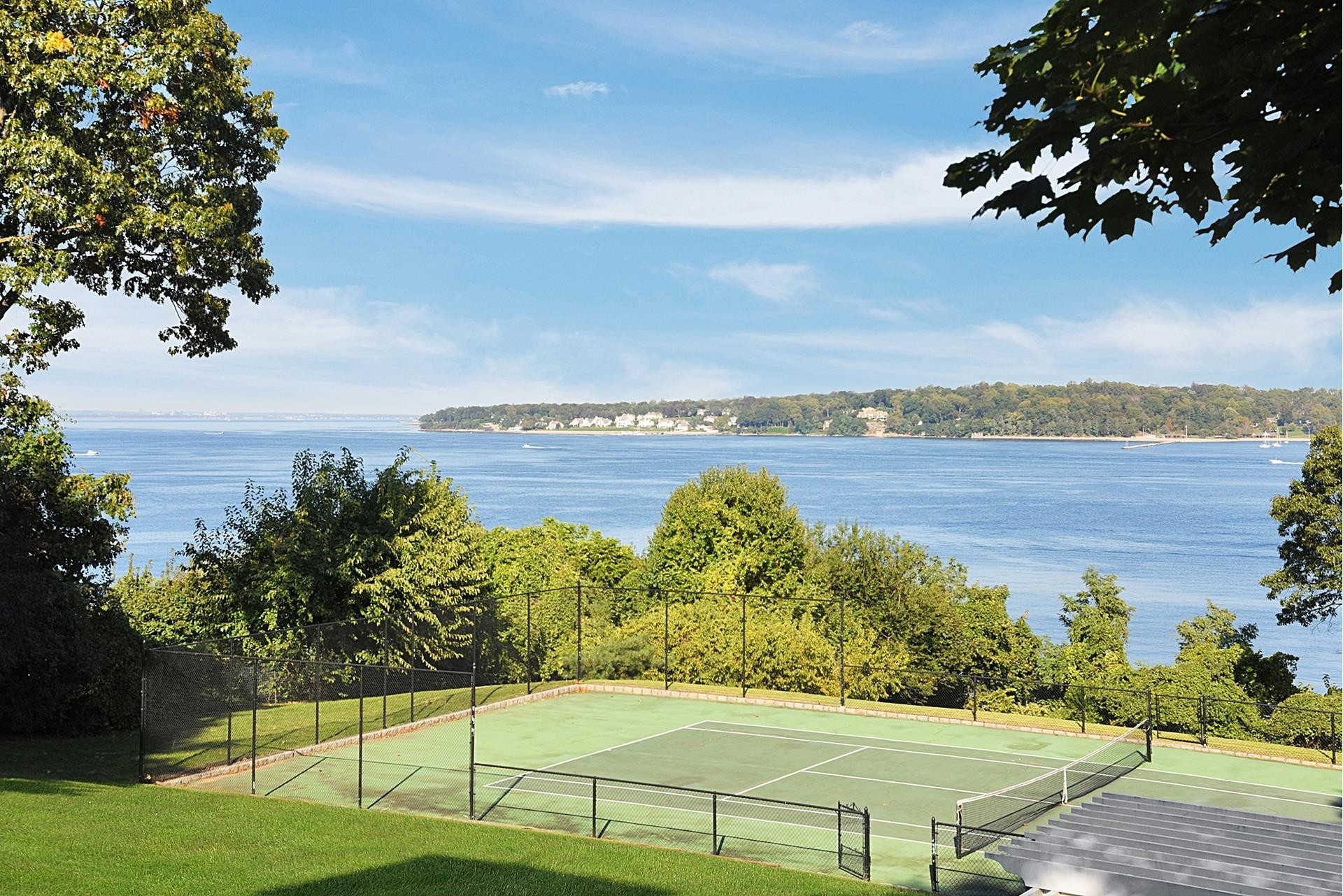 28. Single Family Homes for Sale at Sands Point, NY 11050