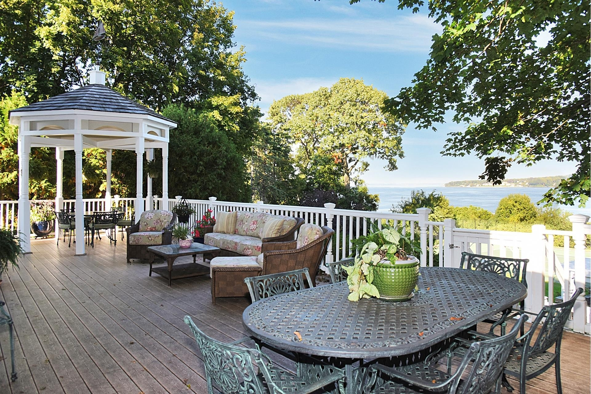 17. Single Family Homes for Sale at Sands Point, NY 11050