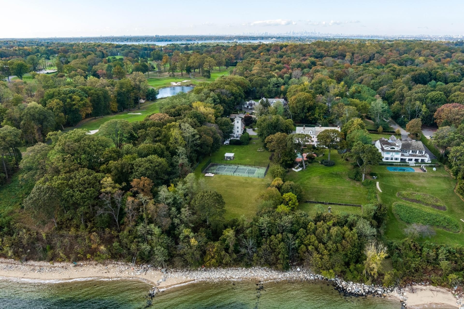34. Single Family Homes for Sale at Sands Point, NY 11050